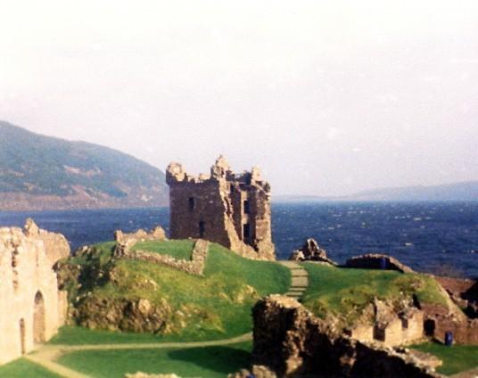 Urquhart Castle (© Martin Coventry)