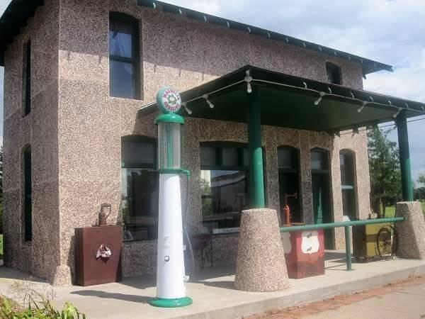 Magnolia Gas Station